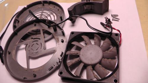 水槽冷却ファンのメンテナンス