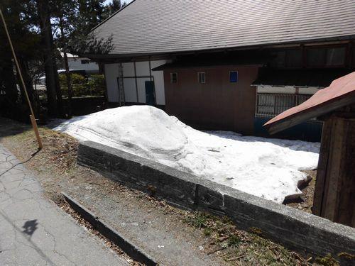 戸隠雪が残ってる.JPG