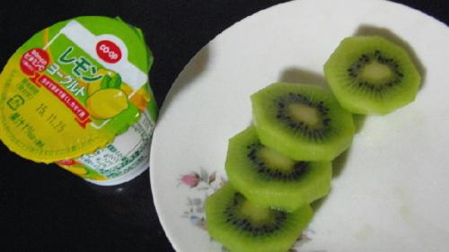 皿のキウイ.JPG