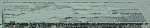 積もることなく太陽光発電パネルから滑り落ちる雪