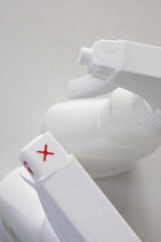 真っ白詰め替えボトル アイロン用 泡スプレーボトル 100円ショップ WAGAYA (わがや) 真っ白な泡スプレーボトル 詰め替え 白で統一して生活感のない素敵な暮らしに シンプル スタイリッシュ インテリア .jpg