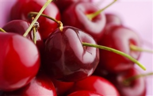 Juicy-delicious-fruits-red-cherry-macro-close-up_s.jpg