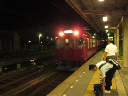 8 電車ホーム.JPG