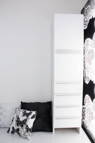 白と黒のスッキリした部屋づ.jpg