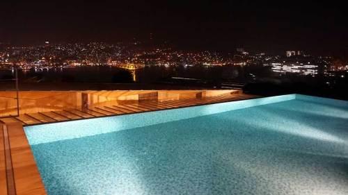 ホテルのプール160308.jpg