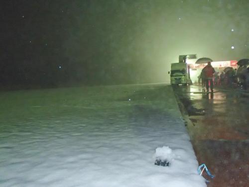 雪の陸上競技場.jpg