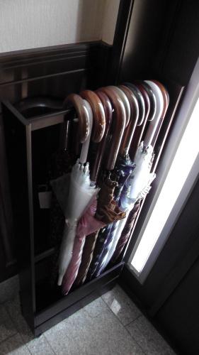 交互に掛ければ大量の傘が掛けられる