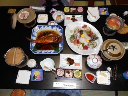 20130112熱川温泉たかみホテル3部屋だしの夕食.jpg