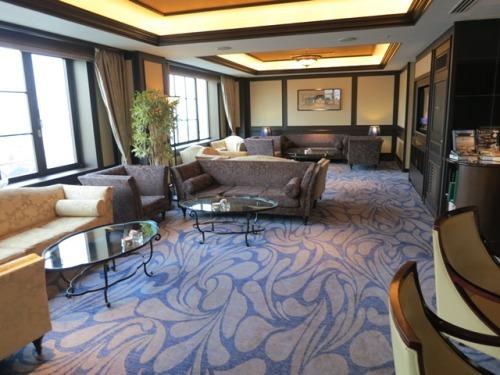 lounge-02.JPG