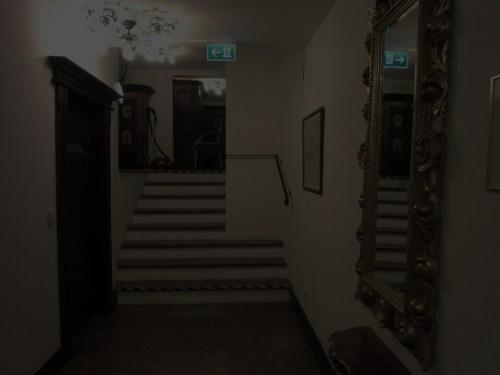 CIMG1574ホテルの廊下もっと暗いはず.JPG