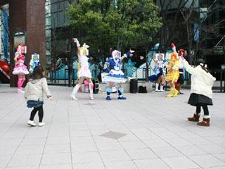 20120402(会場で踊る).jpg