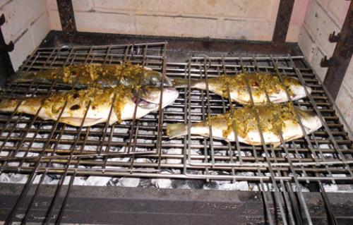 魚炭火焼.jpg