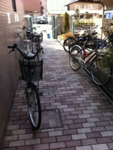 自転車置き場(整頓前).jpg