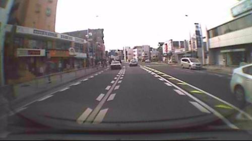 右車線にライトバンが停止