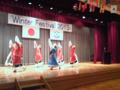 131208_09国際交流~モンゴル舞踊.JPG