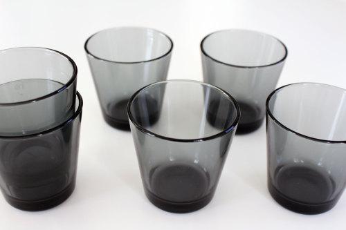 シックな色合いのグラス タンブラー iittala-kartio-イッタラ カルティオ シンプル モダン シック スタイリッシュ クール いろんな食器・料理に合わせやすいカルティオのグラス WAGAYA.jpg