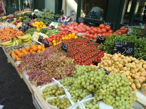 CIMG1701野菜類果物も充実.JPG