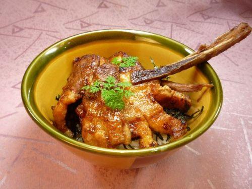 望来豚のスペアリブ丼のコピー1.jpg
