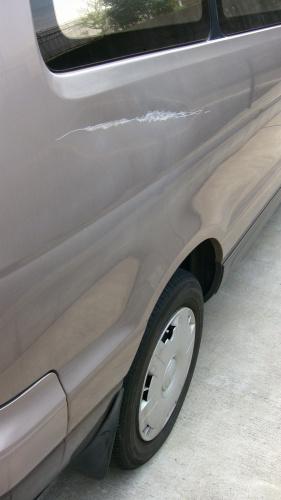 傷付いた車体