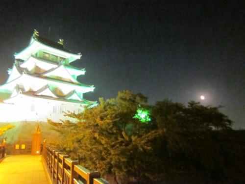 5写真 城と月2.JPG