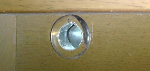 20mm円型フタシールで穴をふさぐ
