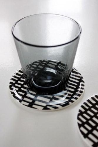 シンプルで個性的で存在感のある大人の白黒インテリア雑貨 WAGAYA (わがや) 我が家のお気に入りテーブルウェア LAGERHAUS ラガハウスの白黒パターン コースター.jpg