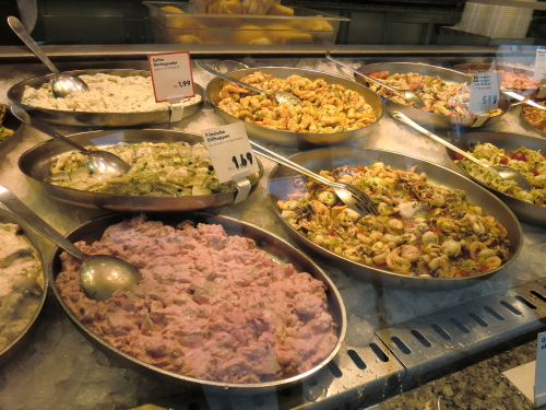 CIMG1686魚介類使った惣菜類も充実.JPG
