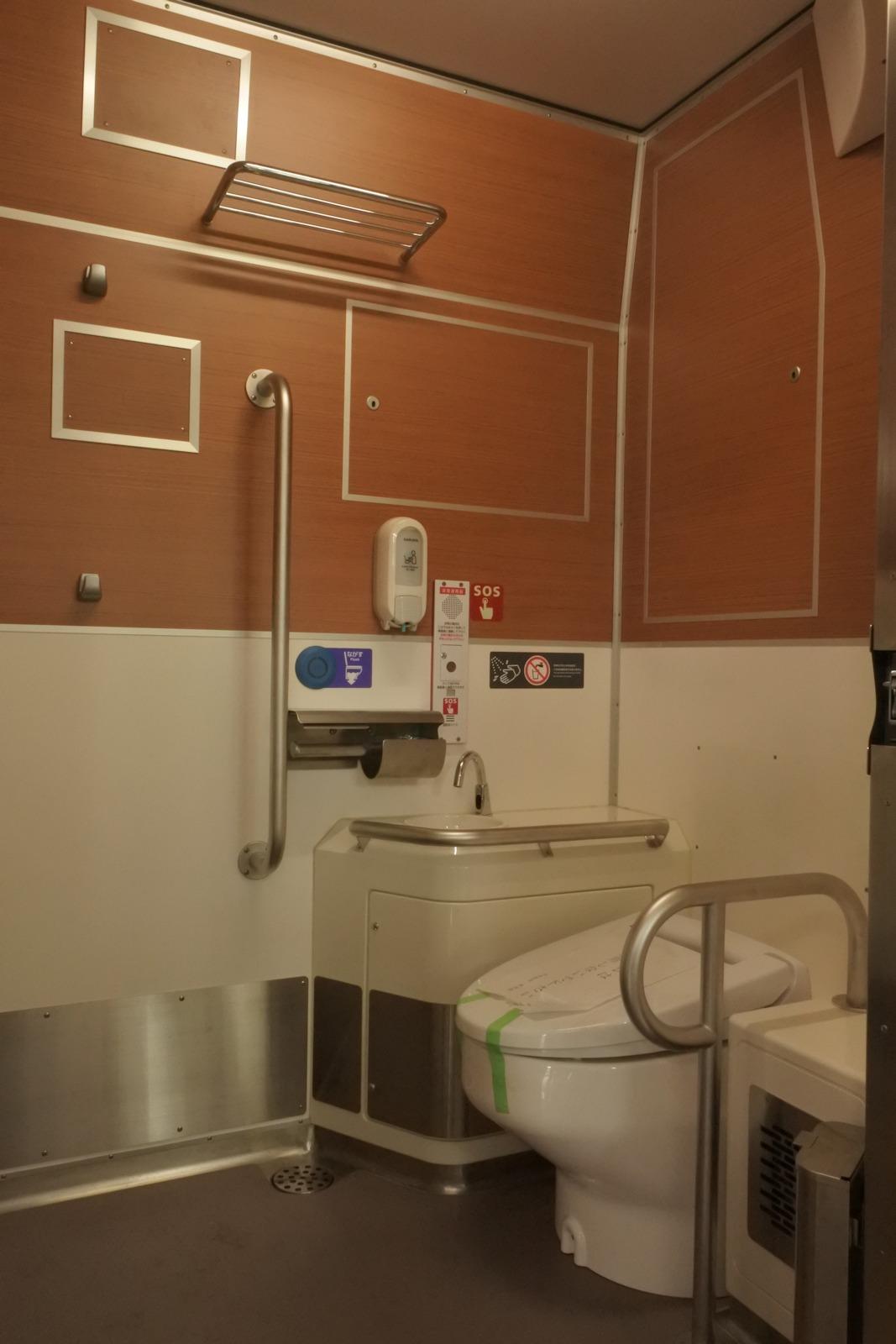 restroom of 40401 of Seibu 40000 Series