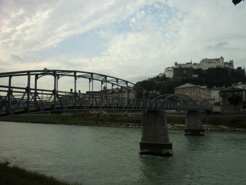 CIMG1594モーツァルト小橋とお城.JPG
