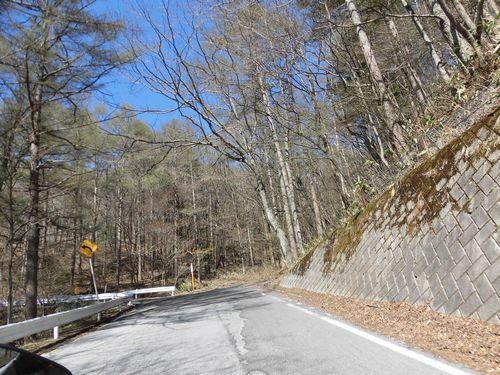 キャンプ場へ向かう国道142号線.JPG