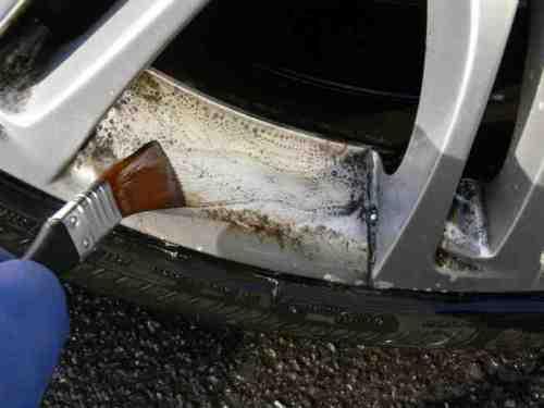 車の落ちないホイール汚れが「サンポール」と「筆」で ...