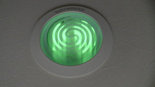 トイレ照明の残光化