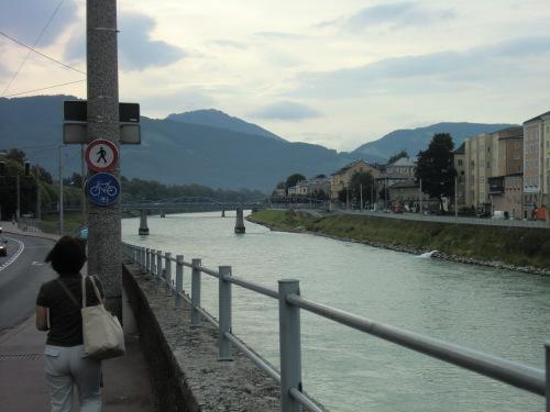 CIMG1588目指すはモーツァルト小橋.JPG