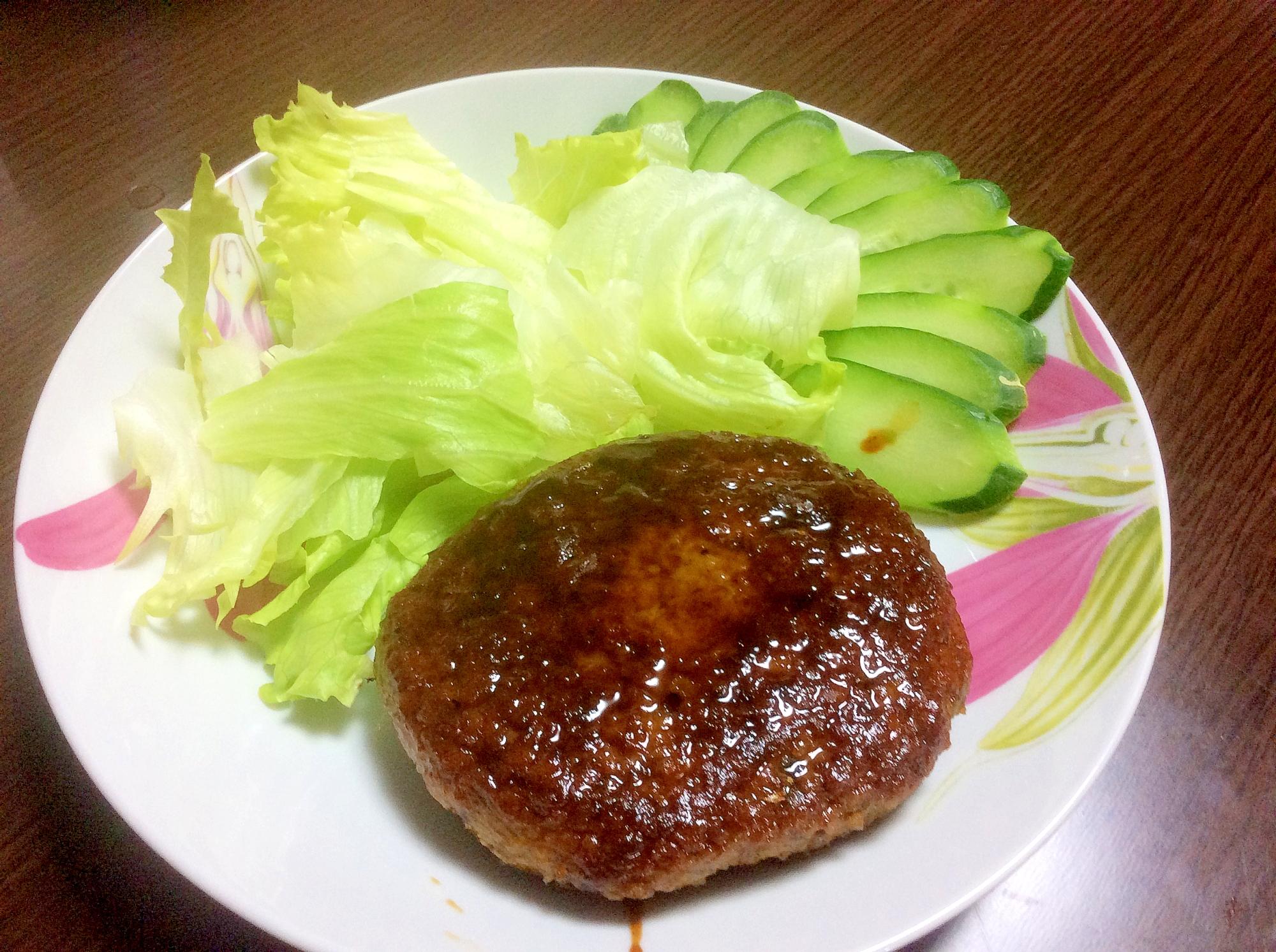 いわしハンバーグの照り焼きと野菜のつけ合わせ