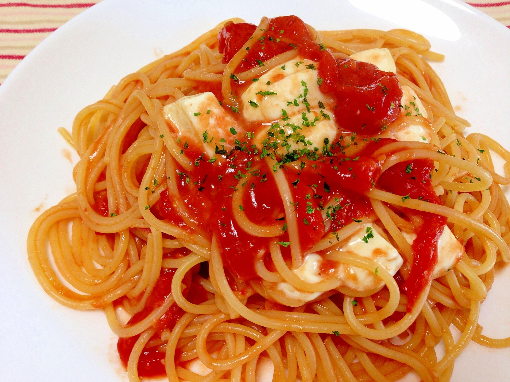 6. トマトとモッツァレラのパスタ