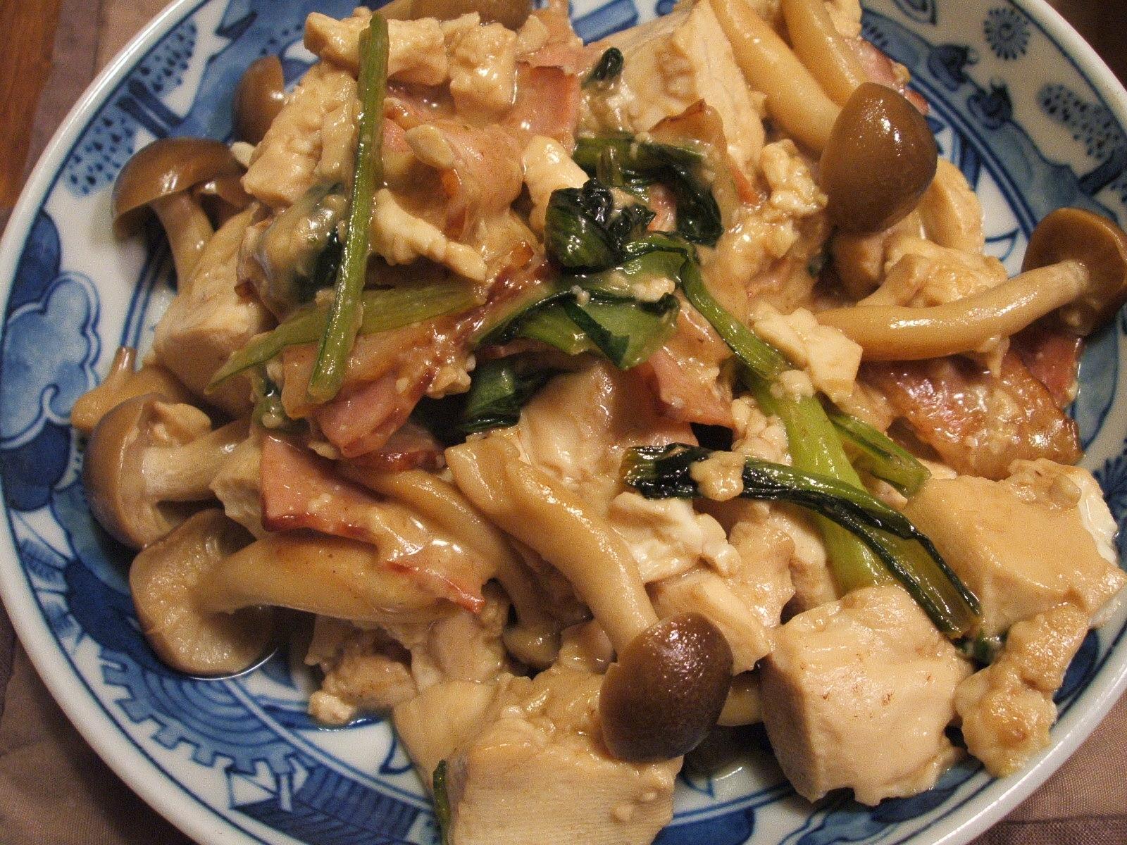 豆腐とベーコンと小松菜のチーズ炒め