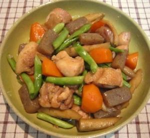 彩り鮮やか☆鶏肉と根菜の炒め煮(鶏ごぼう)
