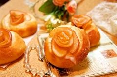 母の日などの贈り物に喜ばれる♪リンゴの薔薇パン