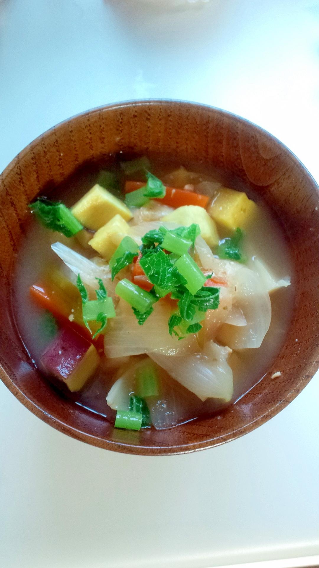 5.さつまいもと野菜の具たっぷりのお味噌汁