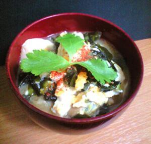 夜食にどうぞ♪豆腐とわかめの卵とじ風スープ