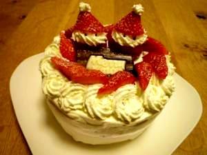 イチゴヨーグルトムースのクリスマスケーキ