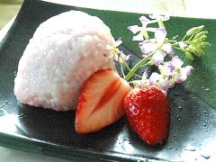 春分や秋分の日に!苺入りのフルーティな牡丹餅♪