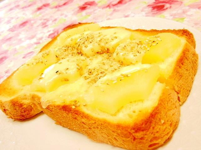 パインとカマンのメープル胡麻・生姜トースト