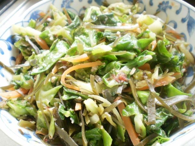キャベツ外葉の塩麹炒め和え
