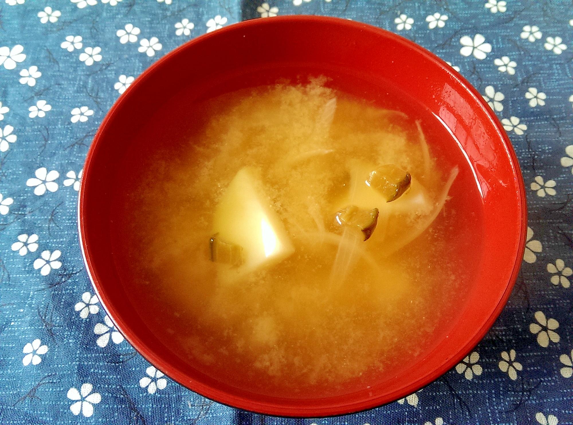 じゃがいもと玉ねぎとキューちゃんの味噌汁