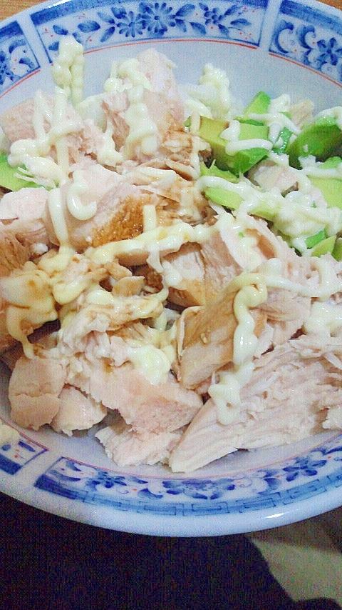 男の自炊料理。今日も米食わせろ。アボカドと鶏の丼。