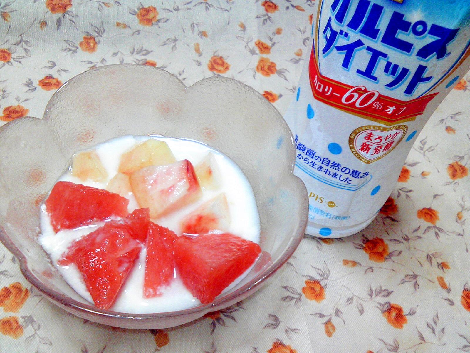 桃とスイカのダイエットカルピスがけヨーグルト