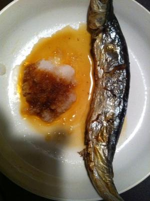 フライパンでサンマの塩焼き