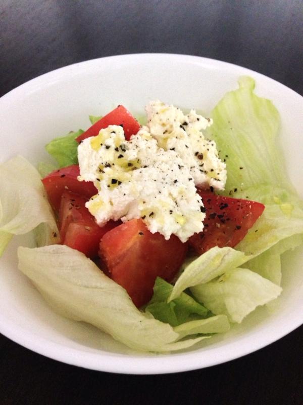 簡単で美味しい☆カッテージチーズのシンプルサラダ