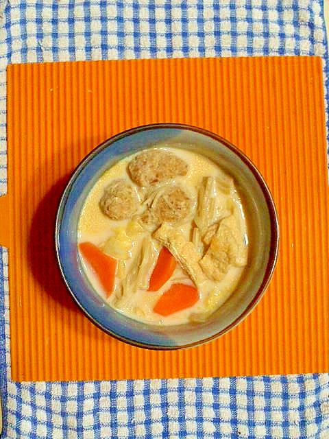 鶏団子のピリ辛豆乳スープ♪